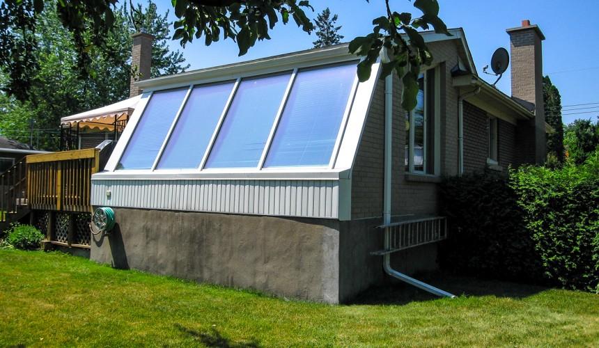 Réfection des planchers, installation de caloriverres. Ce solarium qui n'était plus utilisé a connu un regain d'intérêt et de vie dans l'espace confortable de la maison