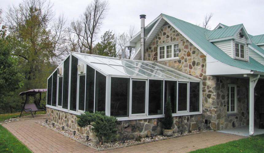 Photo avant | Remplacement de toutes les vitres par une toiture en tôle isolée